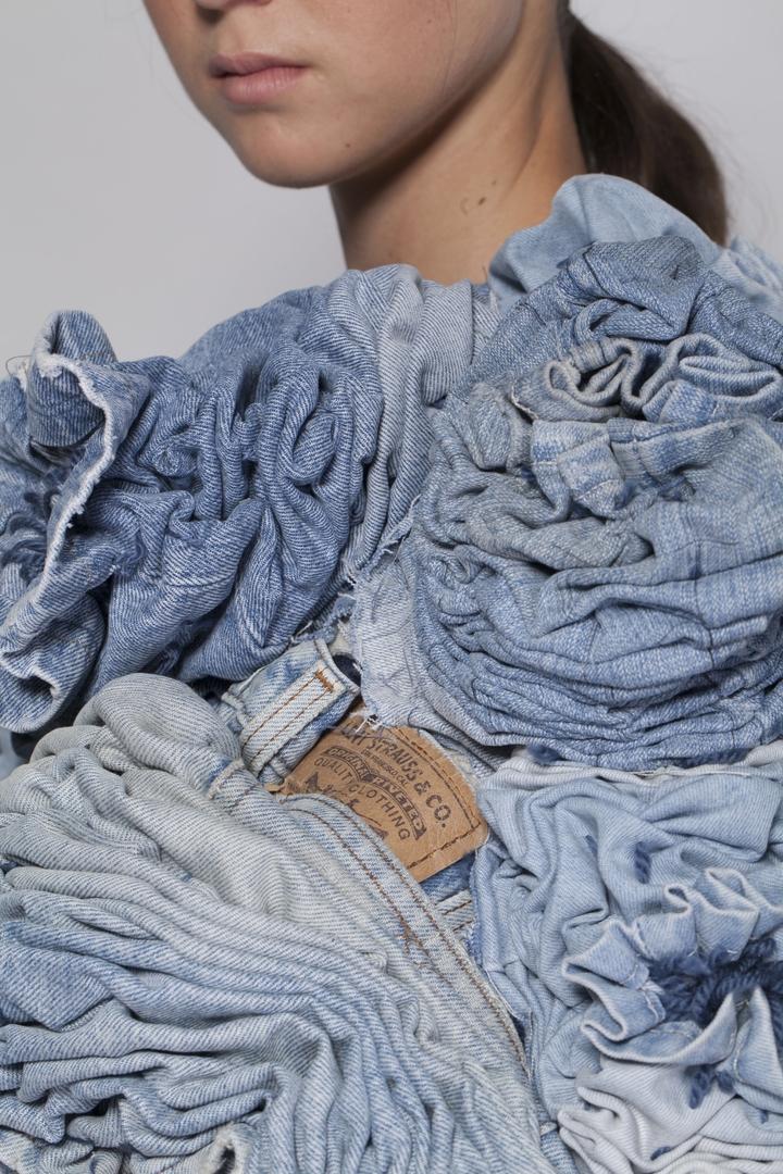 יערה קידר | הזהב הכחול: ג׳ינס, אינדיגו והוט קוטור
